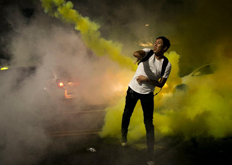 Gas Lacrimógeno Usado en Multitudes Siguiendo el Rally Donald Trump