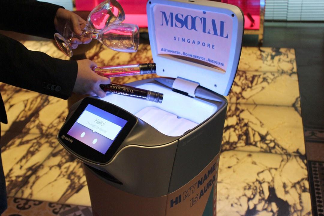 Singapur Introduce a Aura, el Robot de Servicio a la Habitación