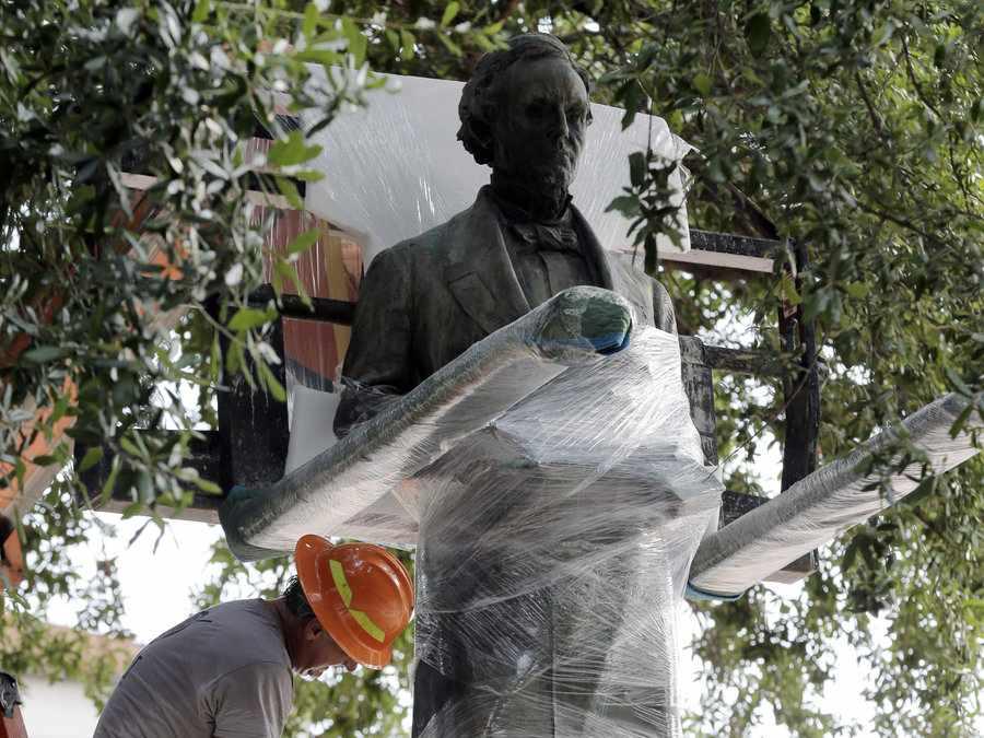 Universidad de Texas Decidió Remover Estatuas Confederadas