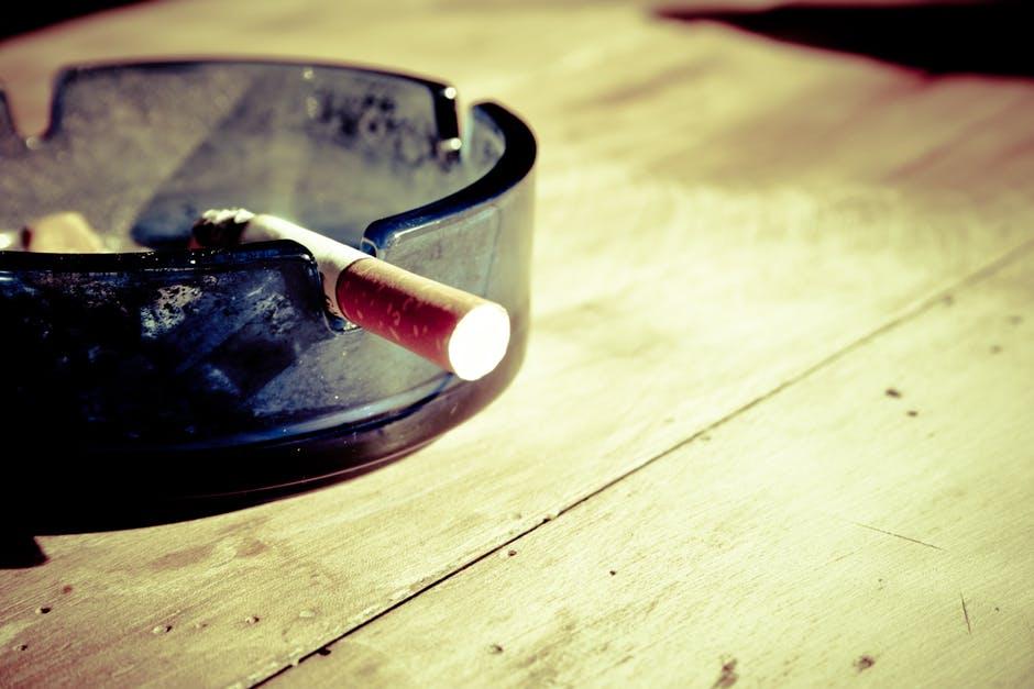 Estudio Encuentra que Reducir Nicotina en Cigarrillos Podría Reducir la Adicción a Fumar