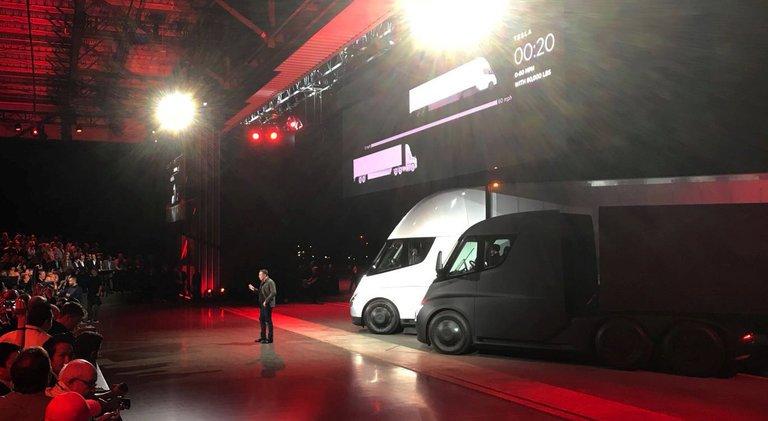 Tesla Revela el Nuevo Rival Eléctrico para los Semirremolques