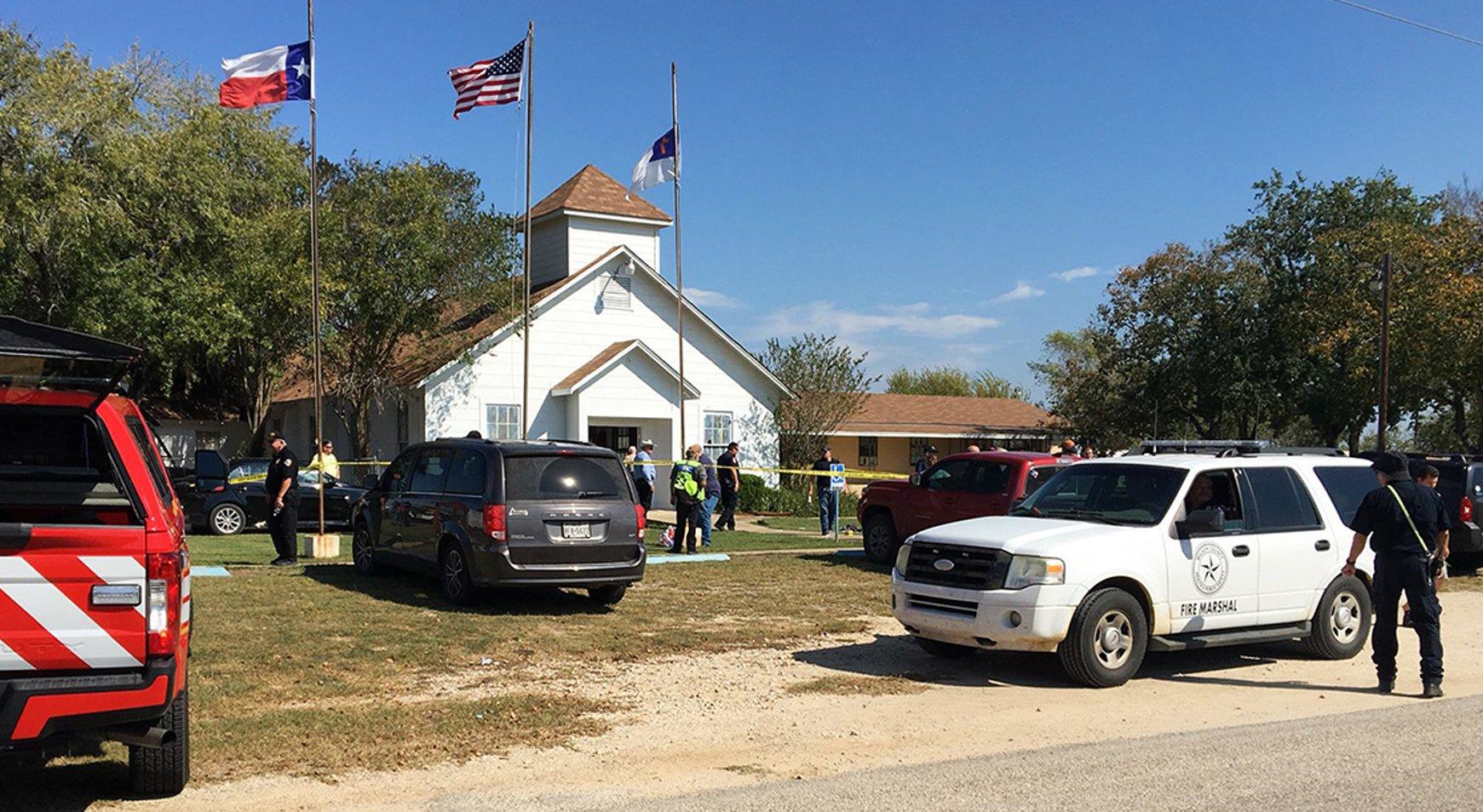 """Tiroteo en Iglesia de Texas Mata """"A la Mayoría de la Familia de la Iglesia"""""""