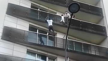 nino-del-balcon-canalnoticias