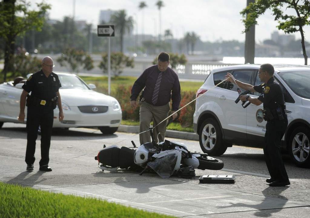 Ford Mustang de Carreras Ilegales Mata a Madre y Hiere a Niña en Florida
