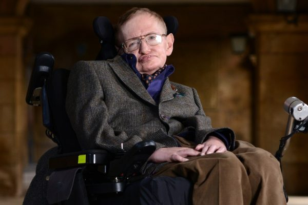silla de ruedas Stephen Hawking, subasta silla de ruedas, subasta Isaac Newton, Charles Darwin, Albert Einstein, fundación Stephen Hawking