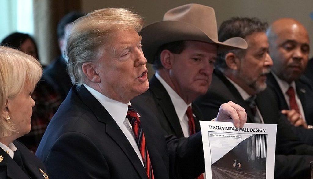 Los fondos del muro fronterizo podrían ser redirigidos de los fondos para desastres