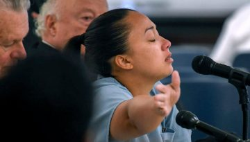 Víctima de tráfico sexual gana clemencia después de estar en la cárcel por haber asesinado a su abusador