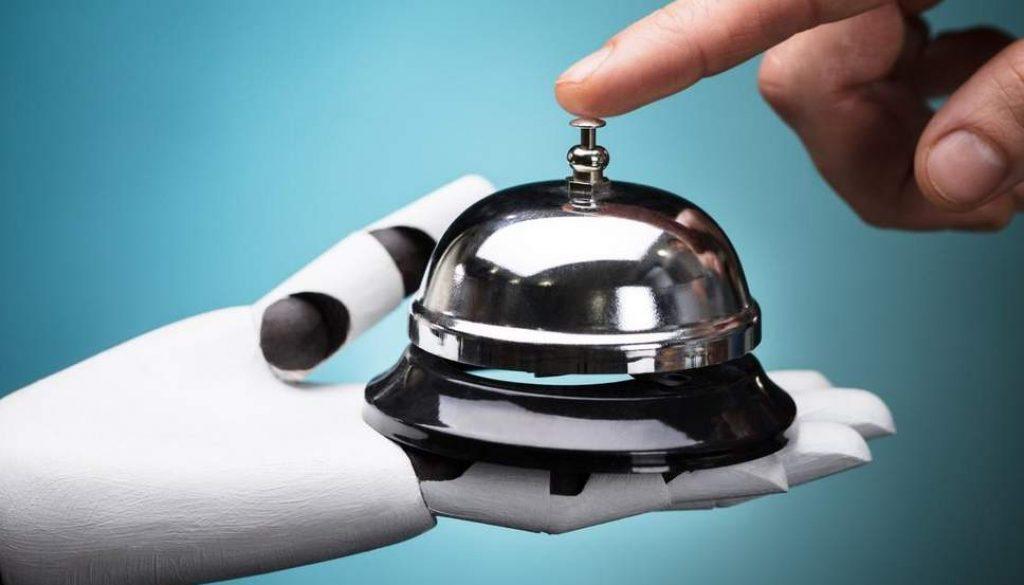 Los robots todavía no nos dominarán. El hotel de Tokio, Henn-na, despide a su personal de robots.